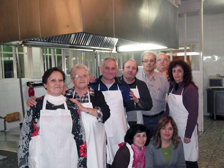 Algunos De Los Miembros De La Obra Social De La Cofradía Que Han Participado.