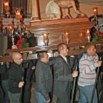 Nuestro hermano Mayor Armando cester portando la imagen