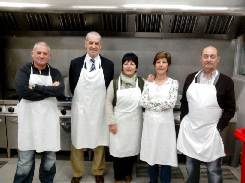 Cofradia Columna Zaragoza – Ayuda En El Refugio 2014. Grupo Del Desayuno.